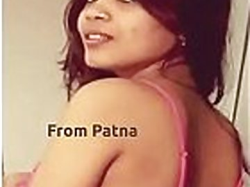 Kamasutra lover bhabhi Akhouri Deepa sahay oil massage to pussy before fucking with big brinjal at home in patna.